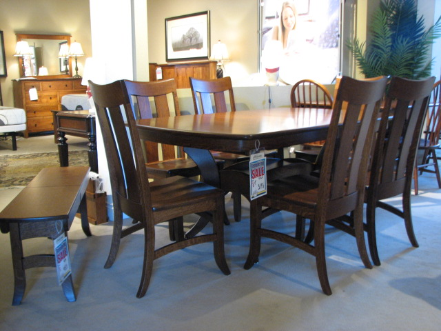 CountryView And Wengerd Quarter Sawn Oak Amish Pedestal Set With Two Leaves