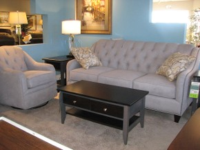 Traditional Marshfield Tufted Sofa