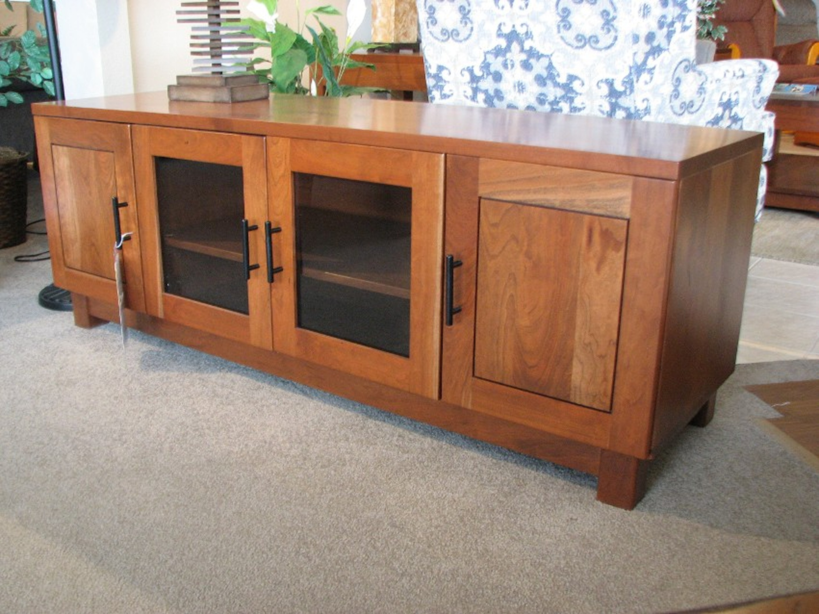 Amish - Y&T Rustic Cherry Entertainment Console